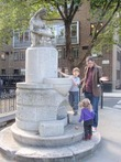 Uk-greater-london-london-camden-corams-fields-broken-fountain
