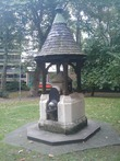 Uk-greater-london-london-southwark-christchurch-southwark-outdoor-fountain
